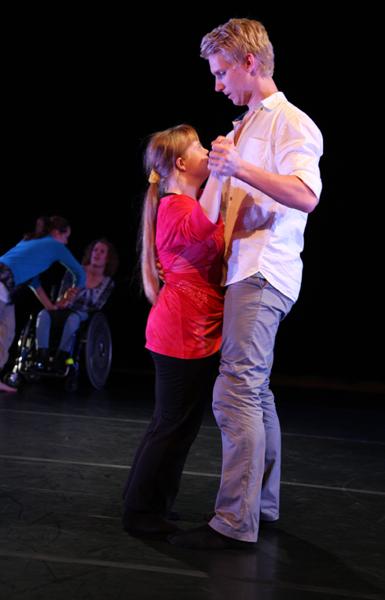 genomträngande dansare tuttar i Örebro